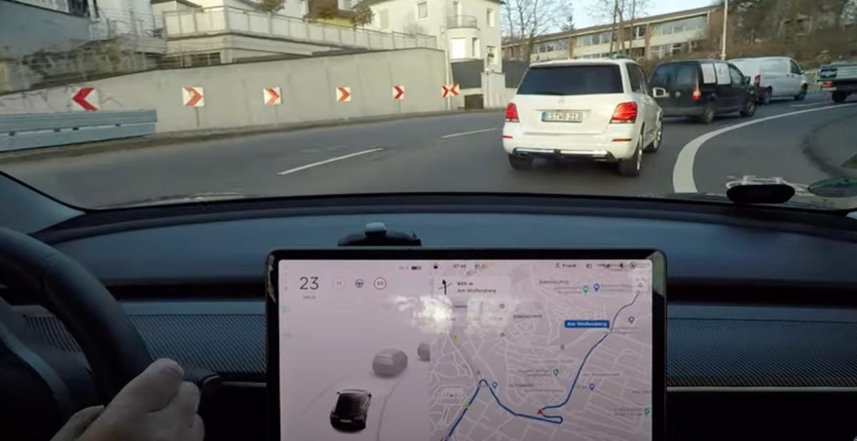 VW vs Tesla AP-system – jämförda (klipp) på samma sträcka